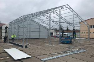 Montovaná hala zemědělská: připravený povrch a stavba konstrukce